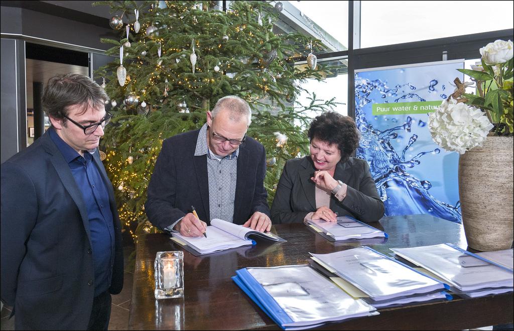 Ondertekening contracten drinkwaterleidingwerk