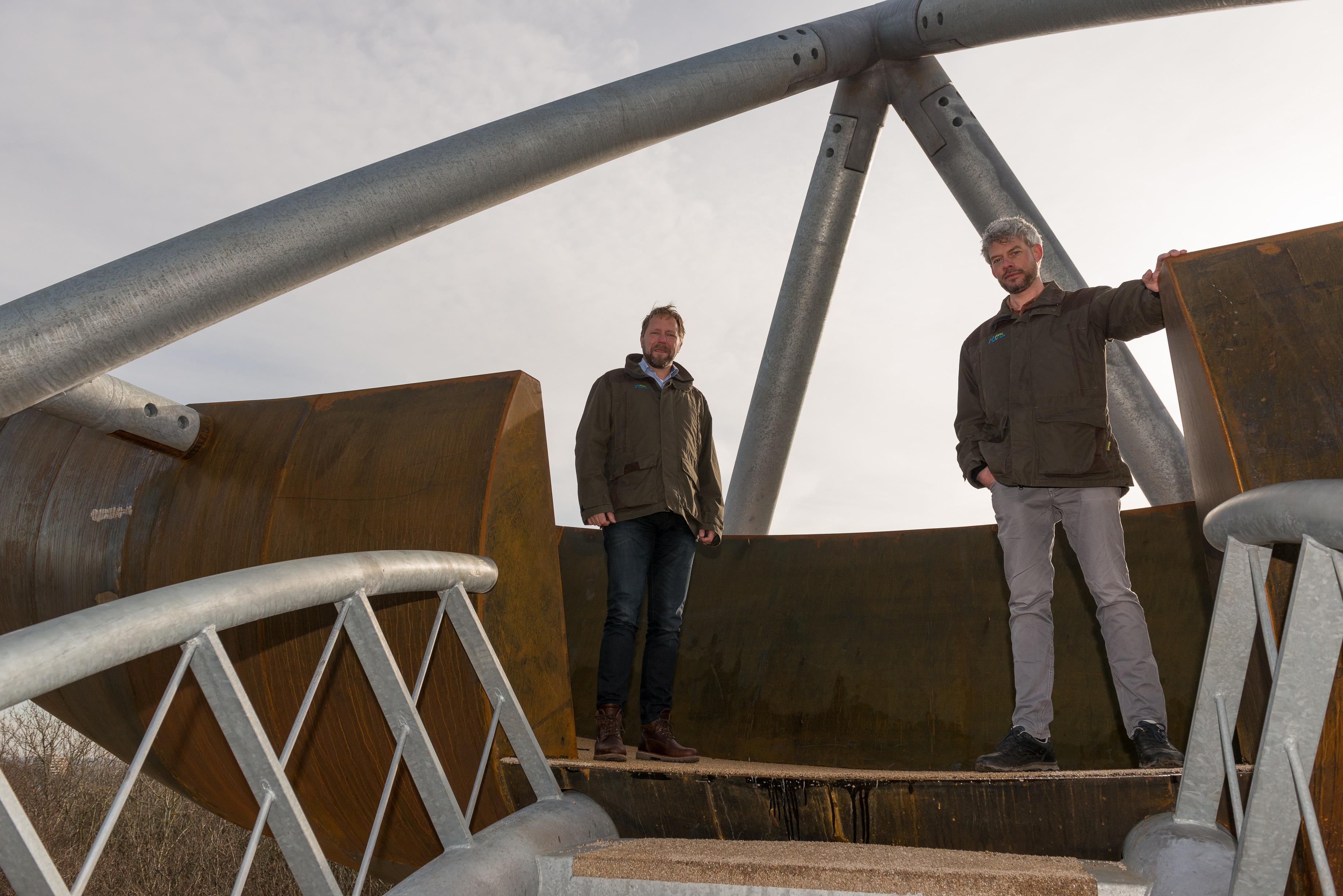 Raymond Duindam en Martijn van Schaik op de uitkijktoren