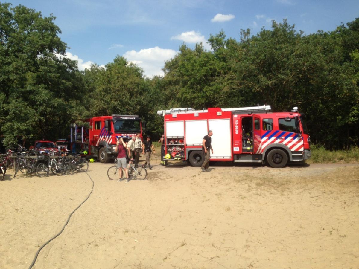 brandweerwagens in het duingebied