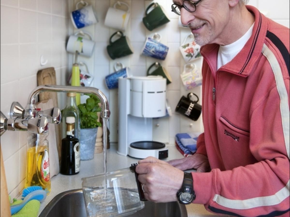 Watergebruik thuis: klant zet koffie
