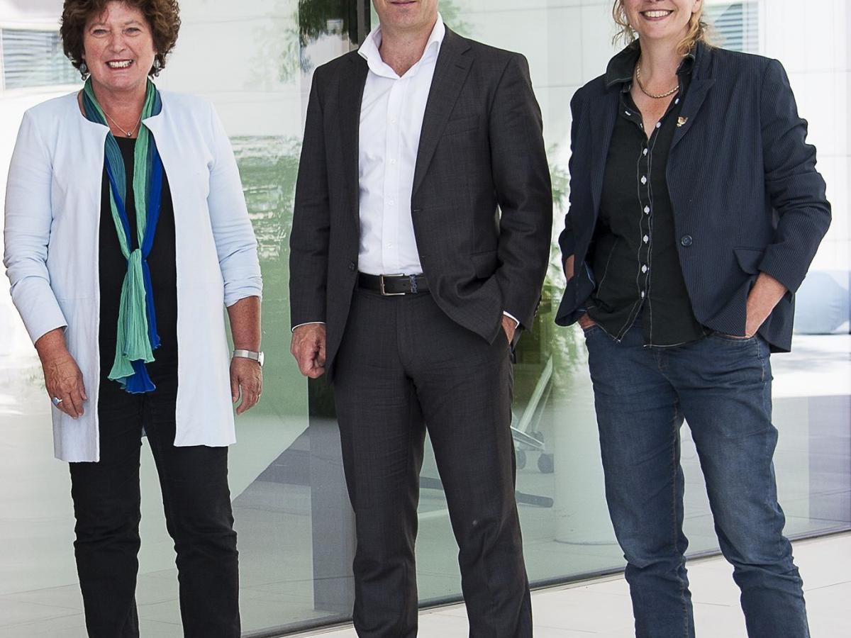 Directie PWN van links naar rechts Joke Cuperus Gijs van der Bosch en Sjakel van Wesemael