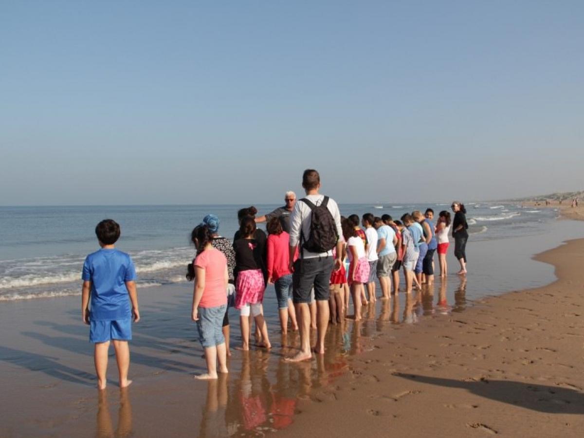 strand met kinderen