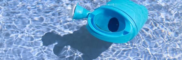 gieter in zwembad