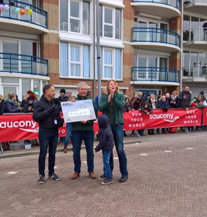 overhandiging cheque Schaapskooi egmondloop