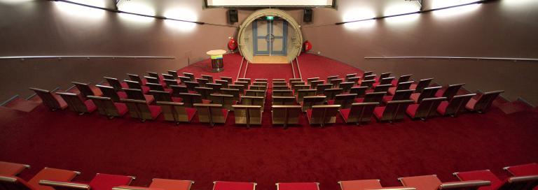 Vergaderen in De Hoep filmzaal