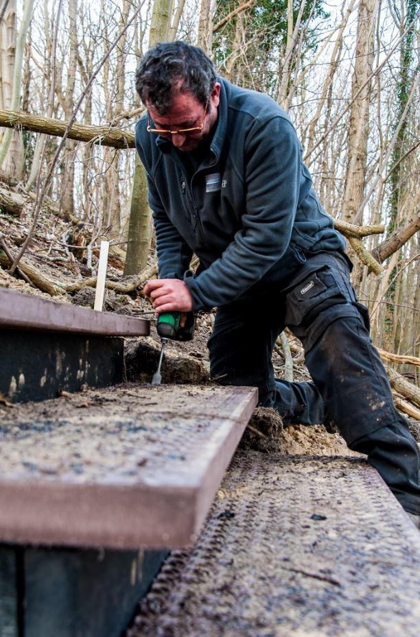 Foto aannemer bouwt traptrede Papenberg in Castricum